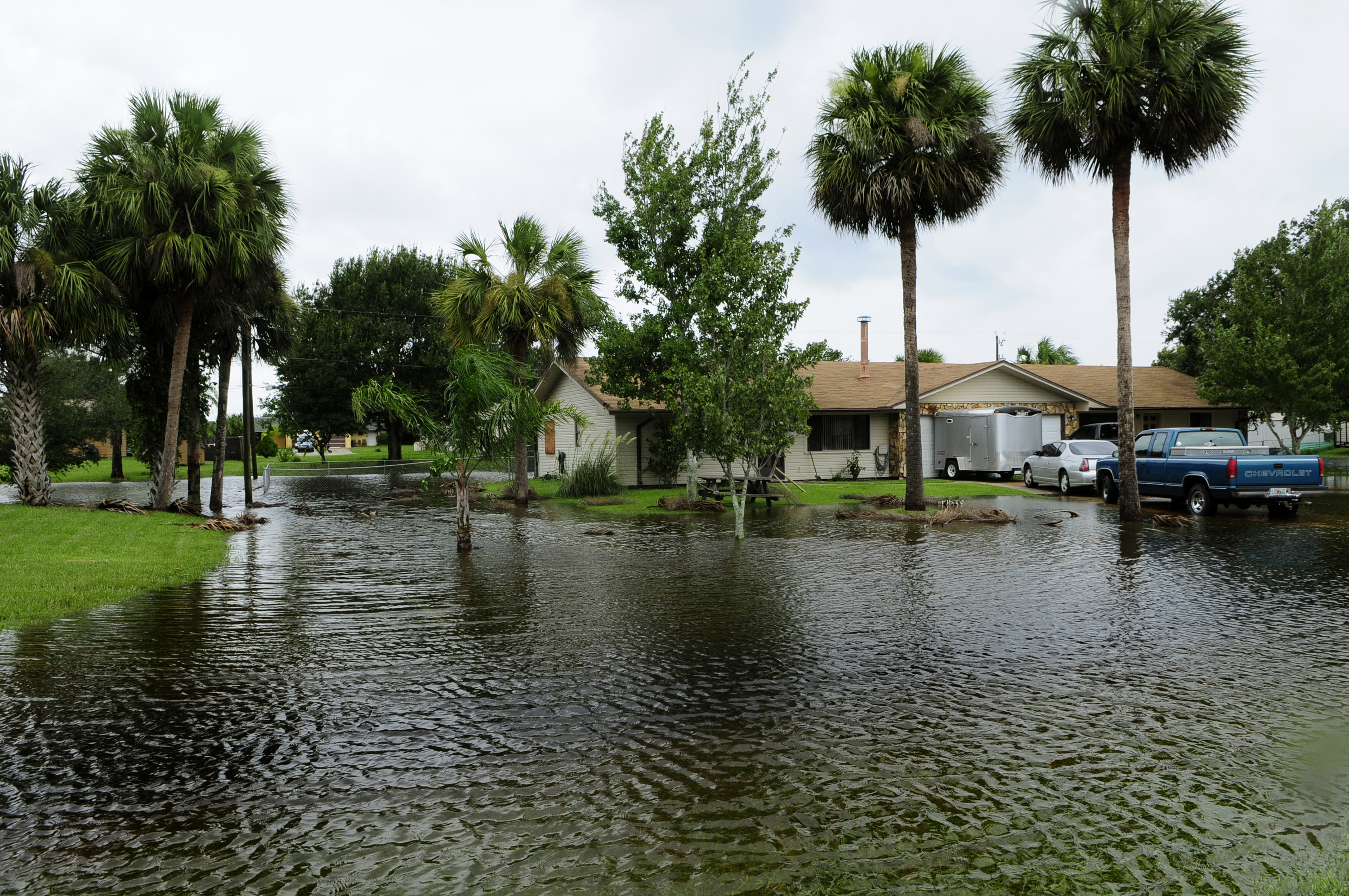 FEMA_-_37593_-_Home_surrounded_by_flood_waters_in_Florida.jpg